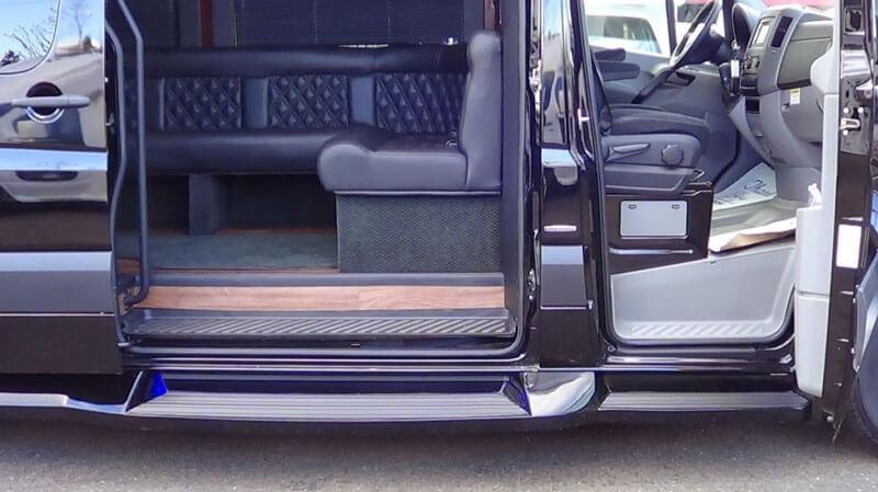 A mercedes benz limousine sprinter coach up to 14 for Mercedes benz seattle service