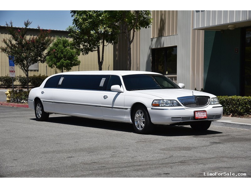 1 Lincoln Towncar Stretch Limousine Up To 6 8 Pass A A Limousine