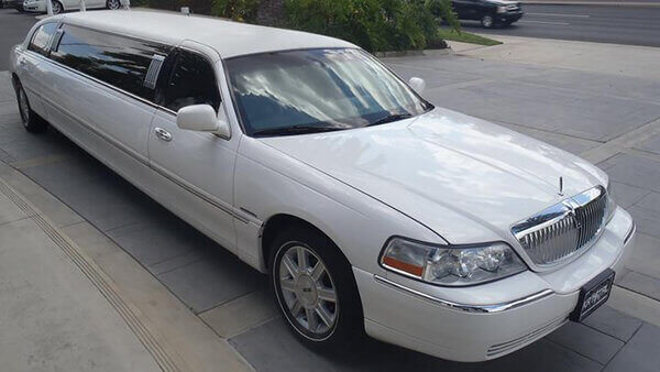 1 Lincoln Towncar Stretch Limousine Up To 6 8 Pass A A Limousine